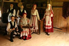 Looking at some Belorussians folk clothes, they really resemble Latvian, particularly Latgalian, and Lithuanian, folk costumes. Anthropologically too, many Belorussians wouldn´t stand out in Lithuania or Latvia:
