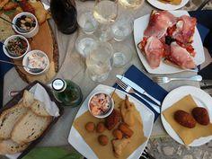 @umbrievakantie.com #umbrie #pranzo #lunch #bruschetta #vistasulloliveto Bruschetta, Lunch, Cheese, Food, Eat Lunch, Essen, Lunches, Yemek, Meals