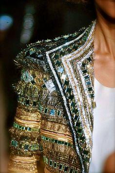 mode-haute-couture:Blazer detail  Bonjour,nous sommes Katarina et Violeta. Nous adorons la mode