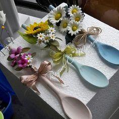Garden Design - New ideas Wooden Spoon Crafts, Wood Crafts, Diy Home Crafts, Crafts For Kids, Spoon Art, Creation Deco, Diy Décoration, Craft Sale, Diy On A Budget