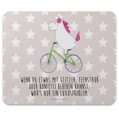Mauspad Druck Einhorn Radfahrer aus Naturkautschuk  black - Das Original von Mr. & Mrs. Panda.  Ein wunderschönes Mouse Pad der Marke Mr. & Mrs. Panda. Alle Motive werden liebevoll gestaltet und in unserer Manufaktur in Norddeutschland per Hand auf die Mouse Pads aufgebracht.    Über unser Motiv Einhorn Radfahrer  Das Radfahrer-Einhorn zeigt, dass die Welt doch gar nicht so schlecht ist. Die meisten Probleme lösen sich zum Glück in Glitzer und Feenstaub auf. Also das perfekte Motiv, um der…