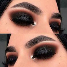 Makeup Tutorial Olho Preto Esfumado Com Glitter! Tutorial de maquiagem Smoky Black Eye With Glitter! Hooded Eye Makeup, Eye Makeup Tips, Glam Makeup, Makeup Goals, Makeup Inspo, Makeup Inspiration, Beauty Makeup, Makeup Ideas, Makeup Basics