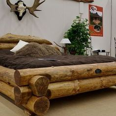 This bed looks like it was made for Papa Bear from Goldilocks and the Three Bears. How would you like to sleep in this on a cabin vacation? Log Bedroom Furniture, Rustic Log Furniture, Diy Pallet Furniture, Wood Bedroom, Home Furniture, Bed Nook, Diy Bed Frame, Rustic Home Design, Rustic Bedding