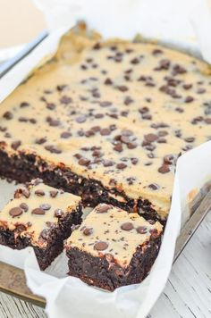 Cheesecake Topped Fudgy Chocolate Brownies – Indulgently rich, extra Fudgy Brownies made even better with a layer of creamy, slightly tart cheesecake & a smattering of chocolate chips. Gooey, chocolatey perfection!  Dan330
