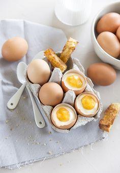 Un oeuf oui, mais en dessert et à base de mangue, d'ananas et de chocolat blanc ! C'est la recette en recette en trompe l'oeil de Fraise et Basilic.