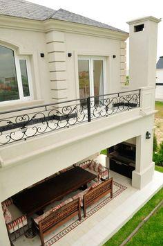 Home Exterior Classic Interior Design 25 New Ideas Classic House Exterior, Classic House Design, Dream House Exterior, Modern House Design, House Outside Design, House Front Design, Modern Bungalow House, Balcony Design, Home Design Plans