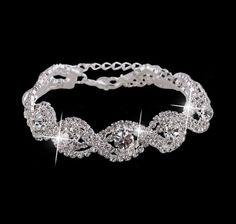 Krystal Armbånd - Smukt, tungt armbånd med funklende ægte krystaller.