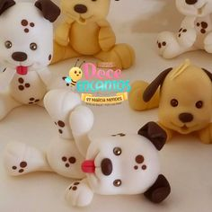 Marcia Mendes on Instagram: Dog Polymer Clay Cupcake, Polymer Clay Animals, Cute Polymer Clay, Polymer Clay Miniatures, Polymer Clay Crafts, Polymer Clay Creations, Baby Shower Souvenirs, Doll House Crafts, Doll Making Tutorials