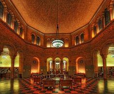 Die Powell Library befindet sich in der Universität von Kalifornien, Los Angeles, kurz UCLA. Mit dem Bau der Bibliothek wurde im Jahr 1926 begonnen und 1929 wurde sie eröffnet.