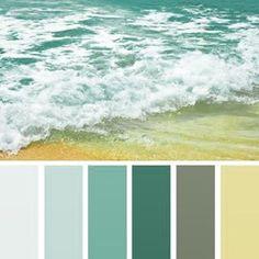 Море... Оно обладает бесконечным разнообразием цветов и оттенков. Бирюзовое и ярко-синее, золотисто-оранжевое на закате и темное с гребешками белой пены в бурю. Какая из морских палитр вам нравится больше? #hachette_art