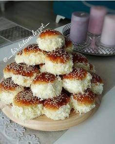 Görüntünün olası içeriği: yiyecek ve iç mekan Turkish Tea, Tea Time Snacks, Cake Truffles, My Bar, Bagel, Doughnut, French Toast, Cheesecake, Food And Drink
