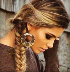 brown hair with blonde highlights- Love it! This is my hair color now :) Love Hair, Great Hair, Gorgeous Hair, Dead Beautiful, Gorgeous Blonde, Beautiful Earrings, Simply Beautiful, My Hairstyle, Pretty Hairstyles