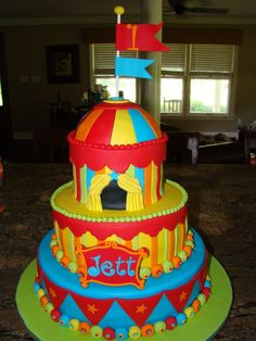 carnival/circus themed cake ~ Holy Moly! 1st birthday ... 30th this is cool just more in red white and blue