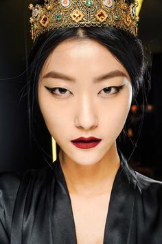 monolid make-up look; i love the shape of her eyes, all the emphasis is on the outer corners winged out and up for more cat like look