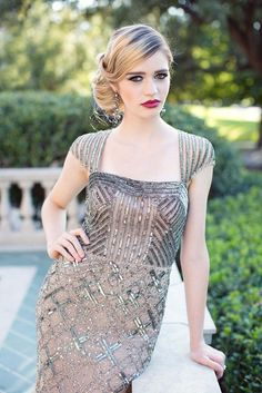 Stunning art deco-inspired Adrianna Papell gown