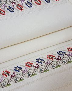 1 million+ Stunning Free Images to Use Anywhere Cross Stitch Pillow, Cross Stitch Borders, Cross Stitch Patterns, Free To Use Images, Linen Napkins, Bargello, Embroidery Patterns, Diy And Crafts, Finding Yourself