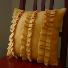ruffled fleece pillow tutorial....maybe make a throw too?