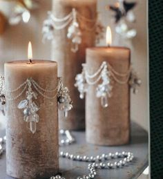 Only for burning occasionally or decoration but still cool ideaBeaded candles. Only for burning occasionally or decoration but still cool idea Fancy Candles, Diy Candles, Pillar Candles, Decorative Candles, Luxury Candles, Beeswax Candles, Decorative Objects, Candle Art, Candle Lanterns