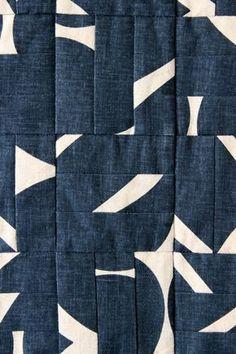 Love this modern patchwork quilt. Design Textile, Textile Patterns, Textile Art, Quilt Patterns, Quilt Design, Textile Prints, Fabric Design, Quilt Modernen, Fabric Art