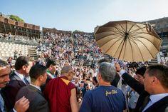 Il Dalai Lama a Taormina: dialogo su pace e immigrazione
