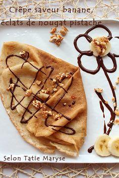 En matière de crêpes sucrées, il y a des associations classiques qui font toujours leur effet ! Parmi les classiques que j'affectionne particulièrement, le chocolat est toujours de la partie : poire-chocolat et banane-chocolat m'amènent toujours à hésiter ^_^ Aujourd'hui, je vous propose l'association banane chocolat dans une crêpe saveur banane pour le moins étonnante ...