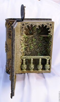 Как создать мини-бар «Книга» Diy Arts And Crafts, Book Crafts, Paper Crafts, Altered Book Art, Altered Boxes, Decoupage Vintage, Magic Book, Book Projects, Handmade Books
