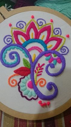 crewel embroidery how to Hand Embroidery Stitches, Crewel Embroidery, Hand Embroidery Designs, Beaded Embroidery, Cross Stitch Embroidery, Machine Embroidery, Embroidery Supplies, Mexican Embroidery, Handmade