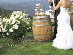 Barrel Wedding cake stand. Love the idea