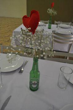 Decoração das mesas, feita por nós. Coração de feltro costurado a mão.
