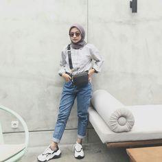 Modern Hijab Fashion, Muslim Women Fashion, Street Hijab Fashion, Hijab Fashion Inspiration, Cute Fashion, Fashion Outfits, Casual Hijab Outfit, Hijab Chic, Casual Outfits