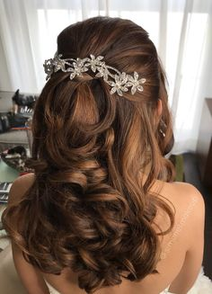 Pin by Simonet Makeup on Simonet Makeup in 2019 Quince Hairstyles, Wedding Hairstyles For Long Hair, Formal Hairstyles, Bride Hairstyles, Curled Hairstyles, Elegant Wedding Hair, Wedding Hair Down, Wedding Hair And Makeup, Bridal Hair
