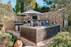 Your perfect outdoor kitchen: Al-fresco cooking for sun-loving chefs Modern Outdoor Kitchen, Outdoor Living, Outdoor Decor, Outdoor Kitchens, Moduler Kitchen, Glass Door Refrigerator, Stainless Steel Fittings, Traditional Doors, Kitchen Models