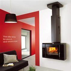 SUPRA - BLACKSCREEN _ Cheminée Pose-Libre version suspendue - Installation : accrochage mural - Habillage acier noir - Porte plein verre sérigraphié - Cache-tuyau réglable en hauteur - Cache-boisseau de série - Corps de chauffe en acier + intérieur fonte - Déflecteur en inox et vermiculite - Double combustion optimale SC2 : technologie exclusive Supra, respectueuse de l'environnement, qui procure une chaleur optimale grâce à une parfaite distribution de l'air de combustion - Système Vitre…