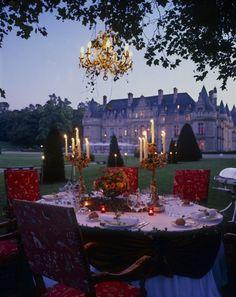 formal outdoor dining