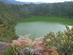 Laguna de Guatavita. Colombia. La laguna de Guatavita se encuentra en la cordillera oriental de Colombia, en el municipio de Sesquilé, al norte de la cabecera municipal de Guatavita a una distancia de 63 km al norte de Bogotá