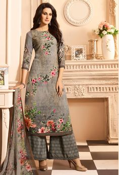 This Grey Crepe Palazzo Pant Suit which will make all the goddesses of love and beauty to write you for your advice. Accompanied by Crepe Palazzo Pant in Grey Color with matching printed georgette dupatta. Trajes Pakistani, Pakistani Suits, Pakistani Dresses, Indian Dresses, Punjabi Suits, Designer Salwar Suits, Designer Dresses, Palazzo Suit, Palazzo Style