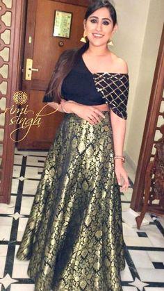 The gorgeous Sucrita Kukreja in Rimi Singh Label. Thank you Sucrita , you look charismatic ❤️ The gorgeous Sucrita Kukreja in Rimi Singh Label. Thank you Sucrita , you look charismatic ❤️ Indian Gowns Dresses, Unique Dresses, Trendy Dresses, Fashion Dresses, Sari Blouse Designs, Fancy Blouse Designs, Lehenga Designs, New Designer Dresses, Indian Designer Outfits