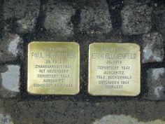 """Am 21. Mai wurden auf Schloss Spetzgart zwei """"Stolpersteine"""" verlegt. Die Steine erinnern an zwei Salemer Schüler, die in den Jahren bis 1933 Schüler in Spetzgart waren und während des NS-Regimes ein grausames Schicksal zu ertragen hatten. Hinrichsen wurde in Auschwitz ermordet, Blumenfeld konnte Inhaftierungen in Auschwitz und Buchenwald überstehen und in der frühen Bundesrepublik als langjähriger CDU-Bundestagsabgeordneter eine bedeutende außenpolitische Karriere erleben."""