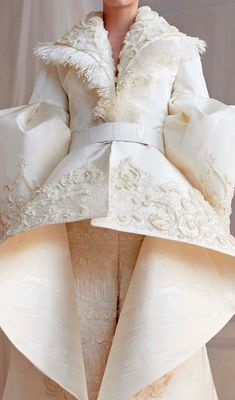 Ashi studio by masterfully sculpting every dress with ornate fabrics and embellishments transforming them into timeless pieces of art. Ashi Studio, Sculpting, Embellishments, Dream Wedding, Art Pieces, Costumes, Formal Dresses, Beautiful Bride, Beauty