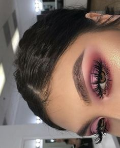40 OF THE BEST EYESHADOW LOOKS! Here we have gathered some of the most epic makeup looks to give you major inspiration and confidence to try something NEW! Glam Makeup, Skin Makeup, Makeup Tips, Beauty Makeup, Hair Beauty, Makeup Ideas, Makeup Inspo, Makeup Style, Pink Eye Makeup