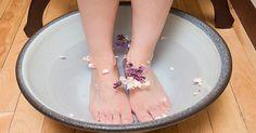 (source:welq)輕鬆改善體質!每天的腳底慢活保養想擁有健康、漂亮的腳底板,每天的保養絕不可少。但是,要每天確實施行正規的按摩卻很費時費力。所以,在此介紹大家幾種可輕鬆進行的慢活保養法。如足