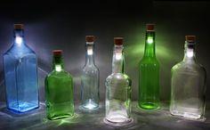 Už nemusíš vyhadzovať staré fľaše od piva, pretože nasledujúci korok dokáže aj ich premeniť na zdroj zaujímavého svetelného predstavenia.