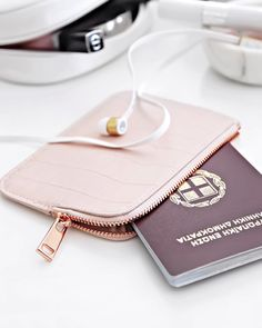 """Katerina på Instagram: """"The pink pouch with rose gold zipper from the previous photo is from @hm , so many have asked I thought best to reply with a post about it  I usually have my passport and drivers license in it,some extra cash,a card and my headphones (currently using the amazing @sudiosweden white gold klang). Yes it will fit my phone if needed but I'm not too fussed in just throwing it in my bag ☺️"""