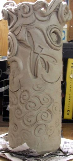 Clay Slab Vase - I can use and paper tubes and larger paint bottles. I need to start collecting this stuff. Hand Built Pottery, Slab Pottery, Pottery Art, Pottery Ideas, Coiled Pottery, Ceramics Projects, Clay Projects, Clay Crafts, Pottery Lessons