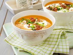 Kürbissuppe mit Hackfleisch Our popular recipe for pumpkin soup with minced meat and over more free recipes on LECKER. Soup Appetizers, Appetizer Recipes, Dinner Recipes, Easter Recipes, Winter Soups, Winter Food, Clean Recipes, Healthy Recipes, A Food
