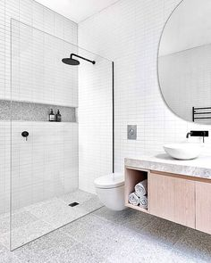 This is my favorite kind of white bathroom idea! The marble tiles, black shower, and huge mirror just completes this bright and white bathroom! Modern Bathroom Design, Simple Bathroom, Bathroom Interior Design, Minimal Bathroom, Bath Design, Minimalist Bathroom Design, Laundry In Bathroom, Bathroom Renos, Bathroom Ideas