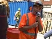 A Construction Worker Shocked Passers By ... and Serenaded Them :)