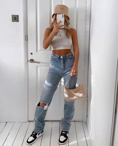 January 21 2020 at fashion-inspo Fresh Outfits, Cute Casual Outfits, Retro Outfits, Summer Outfits, Urban Outfits, Outfits With Jordans, Stylish Outfits, Simple Outfits For School, Casual Shoes