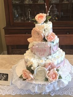 Shabby Chic Baby Shower Ideas For Girls Diy Diaper Cakes 64 Ideas Tea Party Diaper Cake, Diy Diaper Cake, Nappy Cakes, Tea Party Baby Shower, Baby Shower Diapers, Baby Shower Cakes, Office Baby Showers, Baby Girl Cakes, Cake Baby