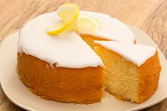 Lemon drizzle cake (mary Berry too) Mary Berry Desserts, Just Desserts, Delicious Desserts, Dessert Recipes, Mary Berry Cake Recipes, Tea Cakes, Cupcake Cakes, Cakes Without Butter, British Baking